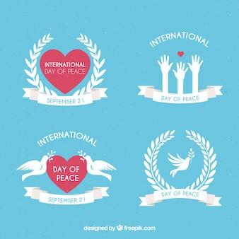 Coleção de etiquetas de paz com pombas e corações