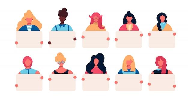 Coleção de jovens mulheres segurando cartazes limpos vazios nas mãos. jogo do avatar do retrato com a fêmea do europeu caucasiano do americano africano de raças diferentes.