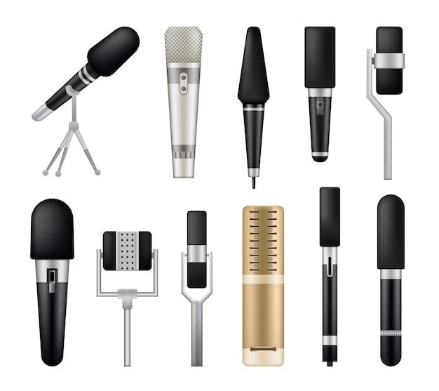 Coleção de microfones isolados no branco