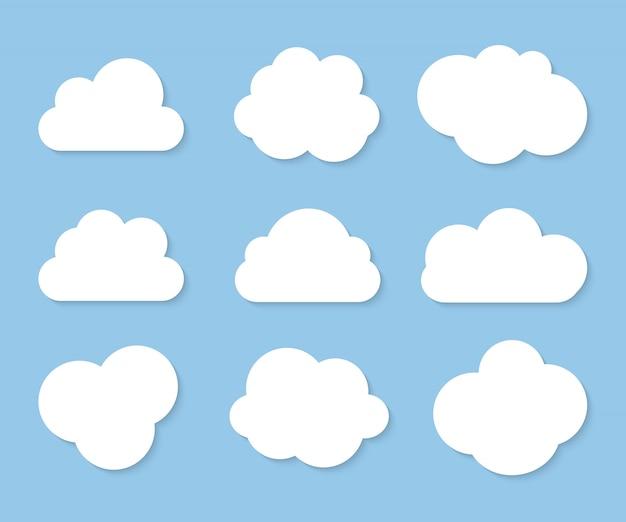 Coleção de nuvens brancas sobre fundo azul