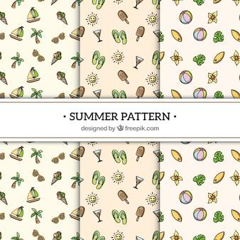 Coleção de padrões de verão com elementos de praia