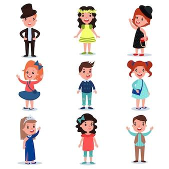Coleção de personagens fofinhos, vestidos com roupas elegantes. as crianças da moda usam. meninos dos desenhos animados e menina que estão isolados no branco. design plano