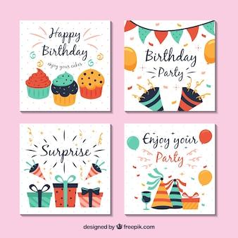 Coleção de quatro cartões de aniversário quadrado em design plano