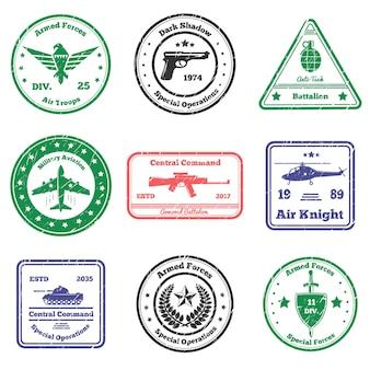 Coleção de selos militares do grunge com nove selos postais planos com legendas de texto, sinais e símbolos de armas