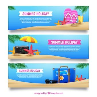 Coleção de três bandeiras com itens de verão realista