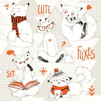 Coleção desenhados mão raposas
