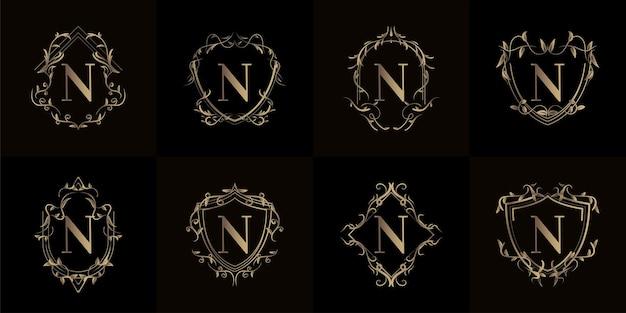 Coleção do logotipo inicial n com ornamento de luxo ou moldura de flor