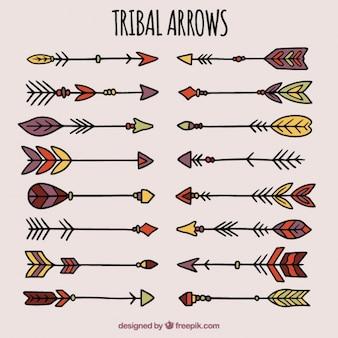 Coleção mão tirada setas no estilo tribal
