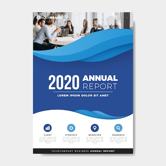 Colegas de trabalho que encontram o modelo de relatório anual