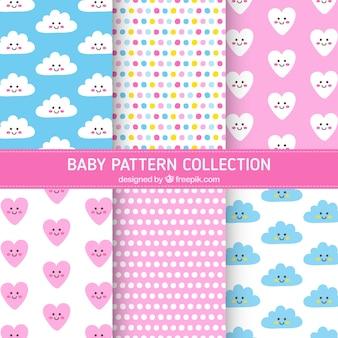 Coleta de padrões de bebê com corações e nuvens