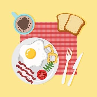 Comida prato de café da manhã com ovo frito, tomate becon e caneca de café vista superior da refeição matinal