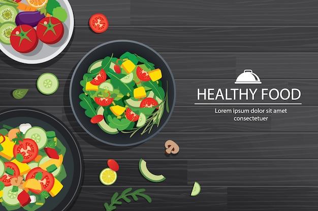 Comida saudável com ingredientes no fundo da mesa de madeira.