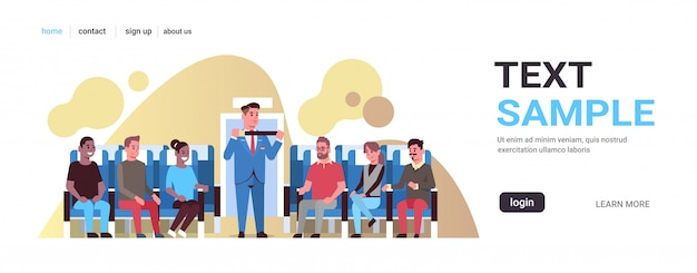 Comissário de bordo que explica para passageiros de corrida de mistura como usar o cinto de segurança, comissário de bordo, no conceito de demonstração de segurança uniforme, placa de avião, espaço horizontal da cópia