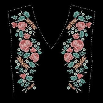 Composição bordada com rosas, flores silvestres, folhas e libélula. projeto floral do bordado do ponto de cetim no fundo preto. linha popular na moda padrão para decote de roupas, decoração de vestido.