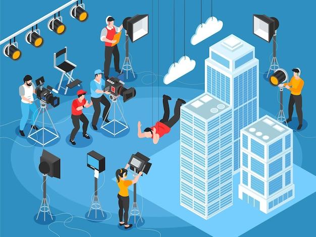 Composição de cinematografia isométrica de cenário de set de filmagem com arranha-céus e personagens de iluminação e operadores de câmera