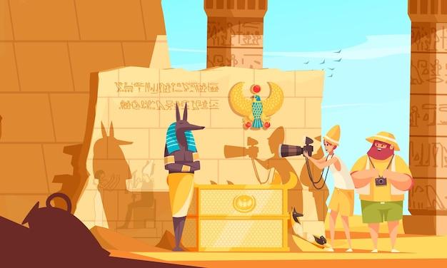 Composição de desenho animado de viagem ao egito com visitantes da câmara funerária fazendo foto de escultura do deus da morte perto da tumba do faraó
