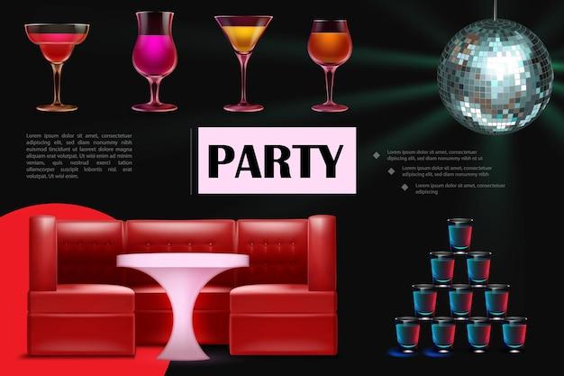Composição de festa de dança noturna realista com copos de coquetéis coloridos, bebidas, mesa de sofá vermelho e bola de discoteca