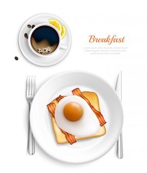 Composição de vista superior realista de café da manhã de cor branca com ovos e ilustração em vetor placa bacon