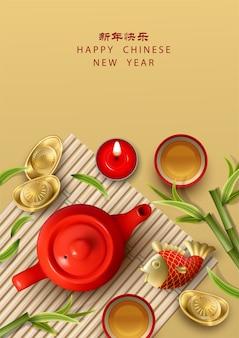 Composição do ano novo lunar chinês com xícara de bule de vela de peixe koi e lingotes