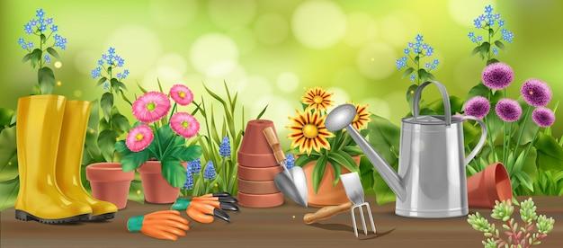 Composição horizontal de jardim realista de mesa de madeira com flores em vasos, botas de regador e ilustração de enxada