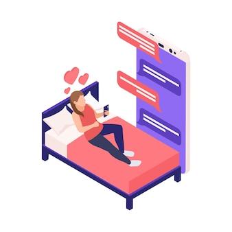 Composição isométrica de relacionamento virtual namoro online com garota deitada na cama conversando com o amante em ilustração de aplicativo de smartphone