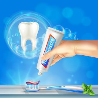 Composição realista de odontologia preventiva de cuidados bucais com dente brilhante e mão apertando creme dental na escova de dentes