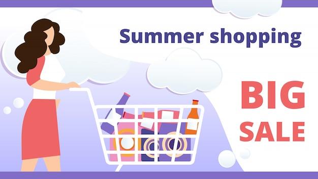 Compras de verão, grande venda banner horizontal. jovem mulher empurrando carrinho de compras