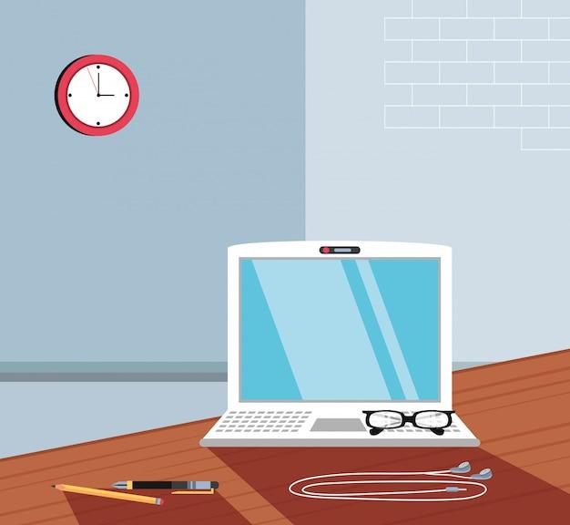Computador portátil com óculos no local de trabalho