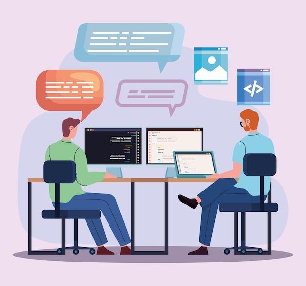 Computadores de programadores de equipe no local de trabalho