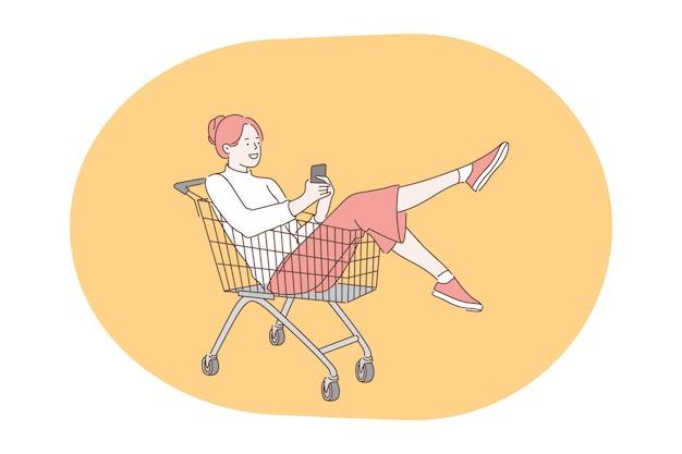 Comunicação online, bate-papo, conceito de smartphone. jovem sorridente sentada em um carrinho de compras