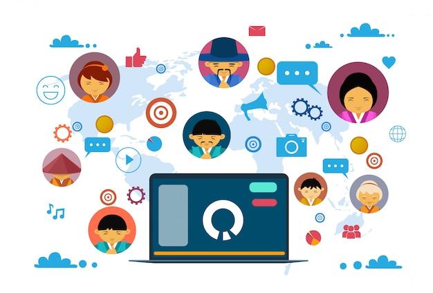 Comunicação social media e conceito de rede com computador portátil