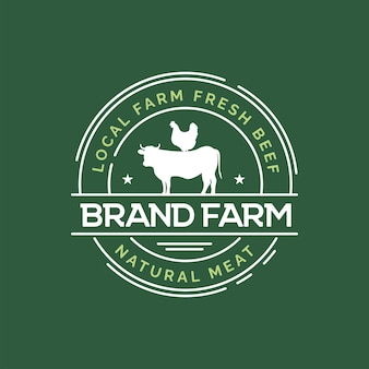 Conceito de design de logotipo de fazenda fazenda de vacas e galinhas