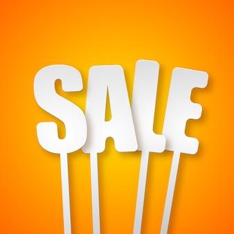Conceito de design de venda tipográfica promocional com cartazes de letras de papel em laranja