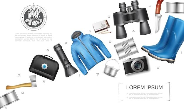 Conceito de elementos de acampamento realista com machado de comida enlatada, lanterna, bolsa médica, panela, câmera, jaqueta, igual a botas de borracha, binóculos, faca