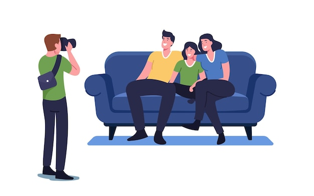 Conceito de foto de família. fotógrafo atirar em pessoas sentadas no sofá. parentes felizes mãe, pai e filha personagens posando para fotografia de álbum, processo de fotosession ilustração em vetor de desenho animado