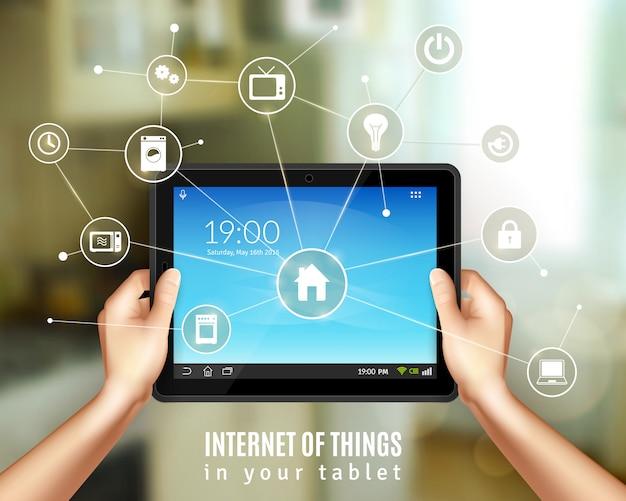 Conceito de gerenciamento de casa inteligente com mãos realistas segurando o dispositivo tablet