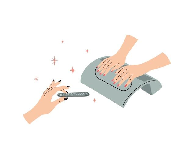 Conceito de manicure uma garota pinta as unhas para outra mulher em casa salão de manicure