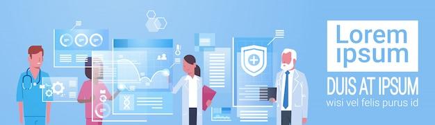 Conceito de medicina e tecnologia grupo de médicos médicos usando computador digital moderno