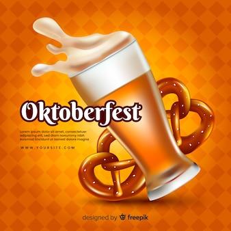 Conceito de oktoberfest realista com cerveja e bretzels