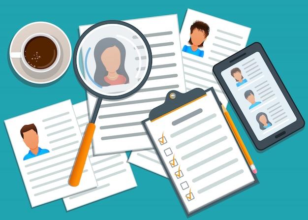 Conceito de recrutamento, gerente procurando candidato para contratação. aplicativo móvel com lista de candidatos a emprego. formulário de pedido de emprego. processo de recrutamento. agência de headhunting.