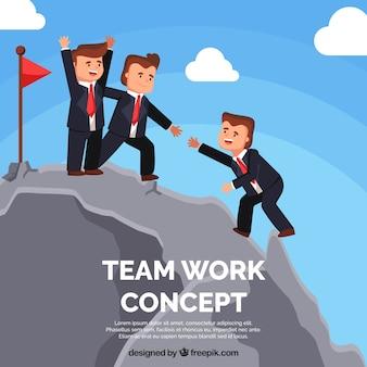 Conceito de trabalho em equipe com pessoas escalando montanhas