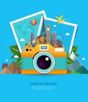 Conceito de viagens e férias com monumentos famosos, folhas tropicais, molduras e câmera.