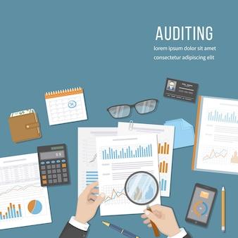 Conceitos de auditoria o auditor inspeciona documentos financeiros análise de análise contábil analítica