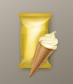 Cone de waffle de sorvete macio de banana e baunilha com invólucro de folha de plástico amarelo para pacote de branding close-up no fundo