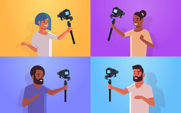 Conjunto bloggers segurando estabilizador com câmera transmissão ao vivo social media networking blogging conceito mistura raça homens mulheres flâmulas gravação vídeo tomada selfie retrato horizontal