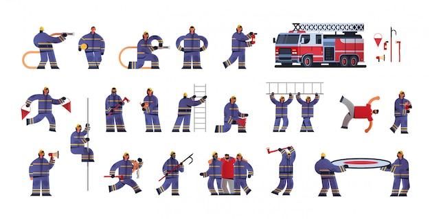 Conjunto bombeiros corajosos em poses diferentes bombeiros vestindo uniforme e capacete serviço de emergência de combate a incêndios extinguindo o conceito de fogo fundo branco liso comprimento total horizontal