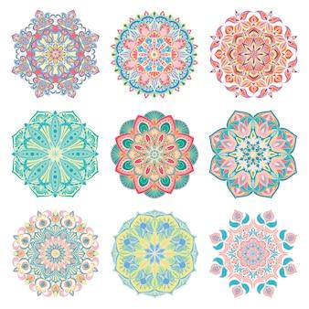 Conjunto de 9 mandala árabe de vetor colorido desenhados à mão. enfeites orientais étnicos abstratos redondos.