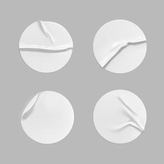 Conjunto de adesivo redondo branco amassado.