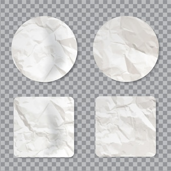 Conjunto de adesivos amassados em branco. etiqueta adesiva vazia com textura de papel enrugado realista