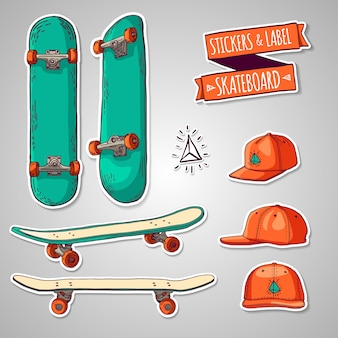 Conjunto de adesivos coloridos e rótulos com skates e bonés.